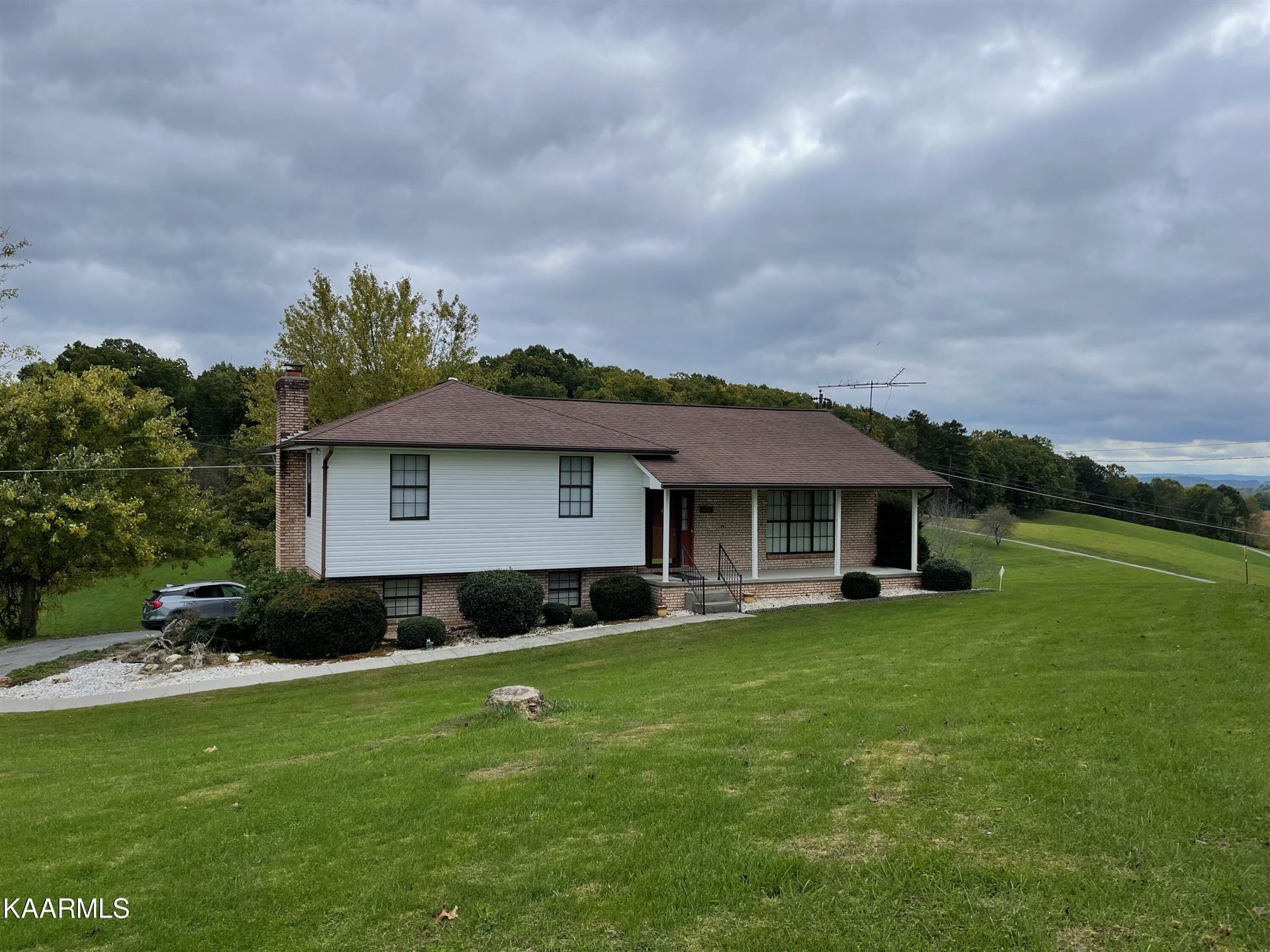 Photo of 818 Cave Springs Rd, Tazewell, TN 37879 (MLS # 1171814)