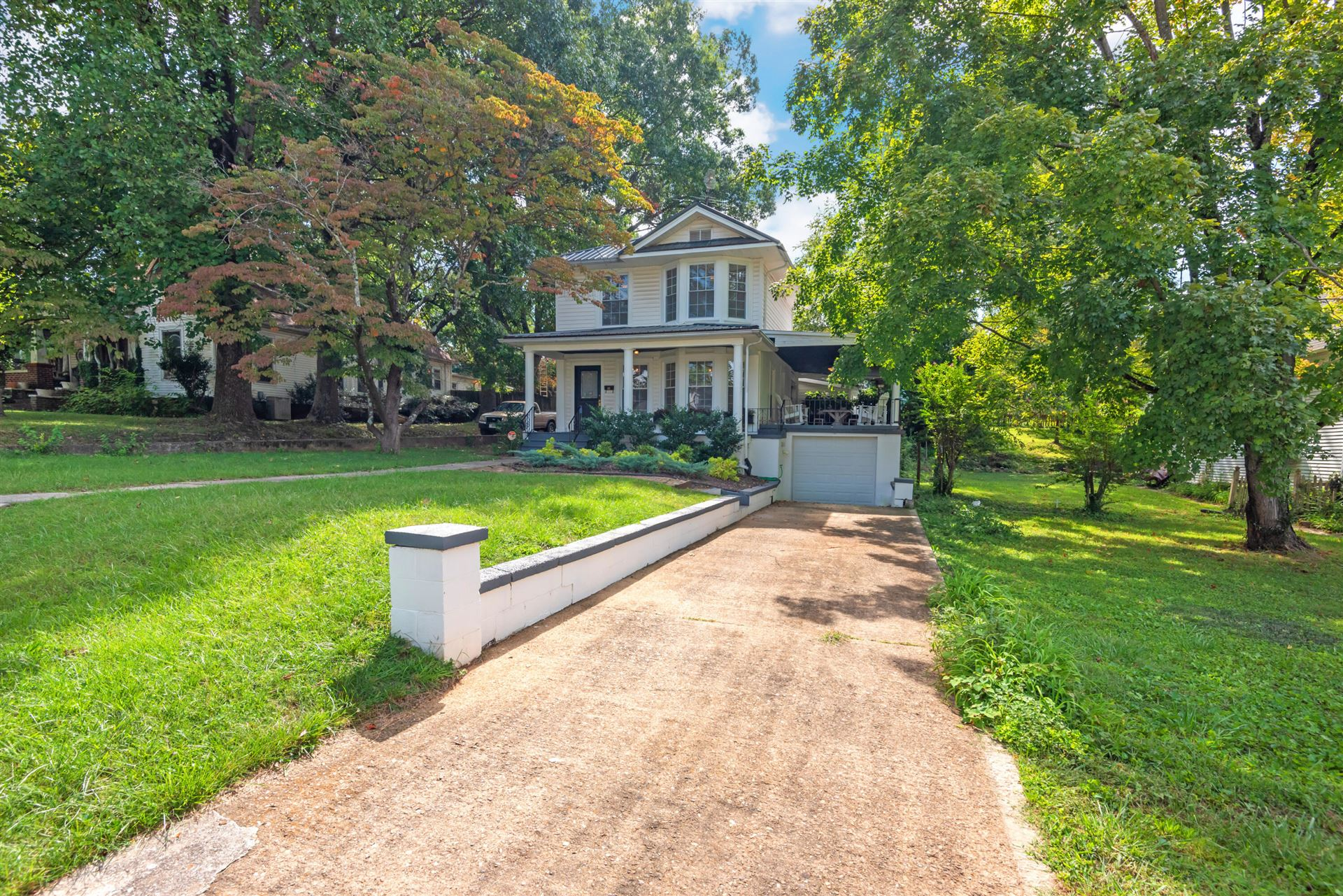 Photo of 1610 Coker Ave, Knoxville, TN 37917 (MLS # 1167836)