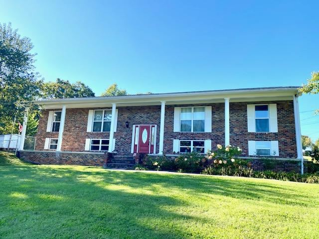 Photo of 163 Cedar Circle, Lenoir City, TN 37772 (MLS # 1132852)