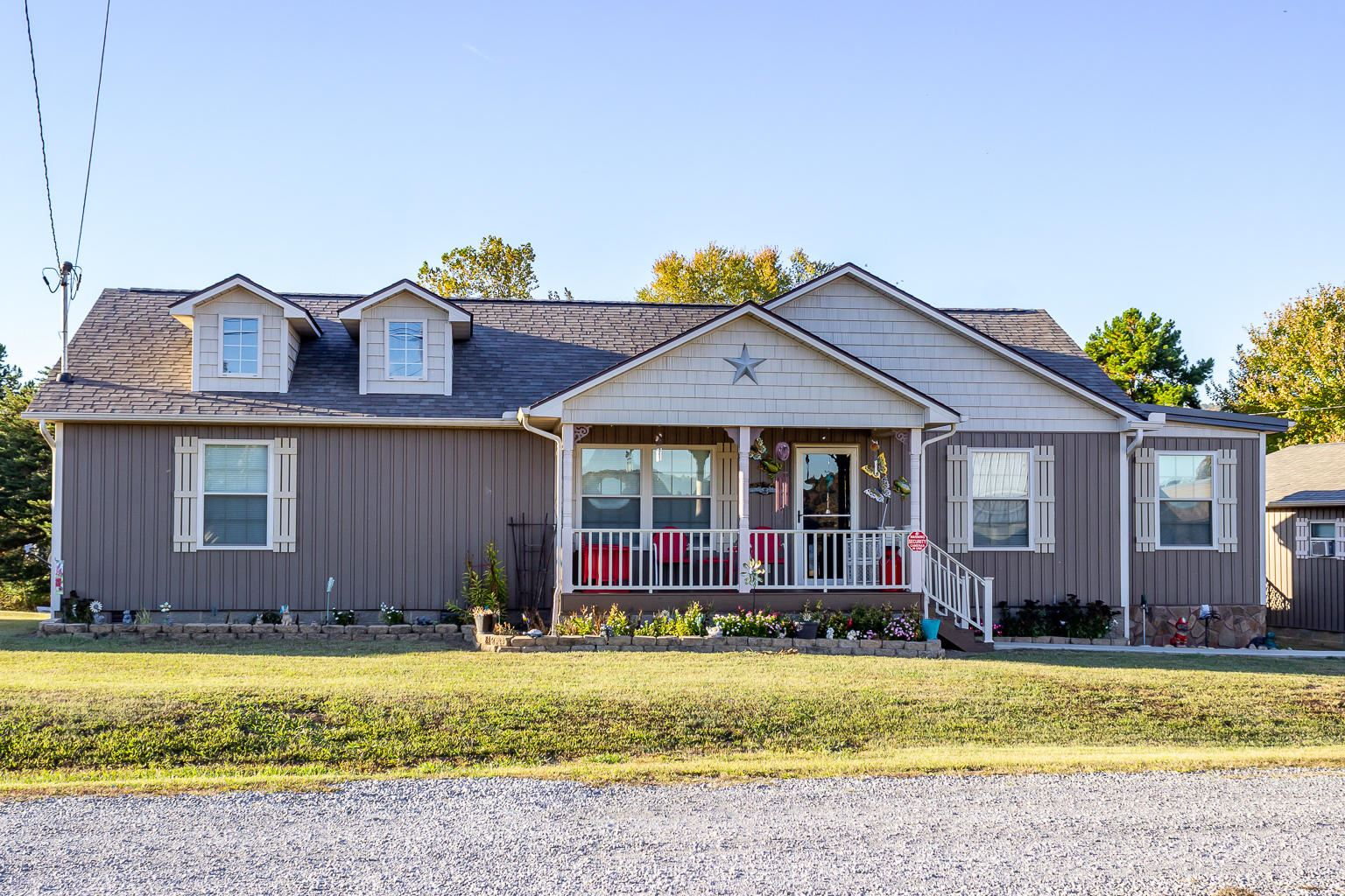 Photo for 124 Island Harbor Lane, Mooresburg, TN 37811 (MLS # 1098864)