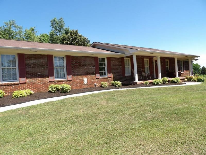 Photo of 1570 Laurel Hills Circle, Jefferson City, TN 37760 (MLS # 1156909)