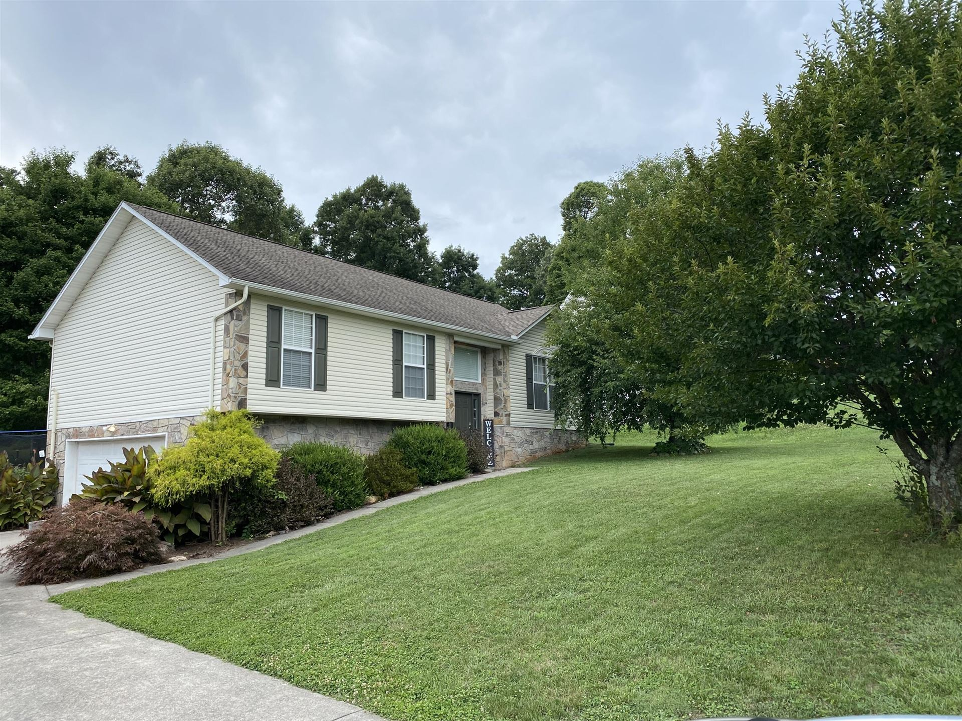 Photo of 1425 Chessingham Drive, Maryville, TN 37801 (MLS # 1160920)
