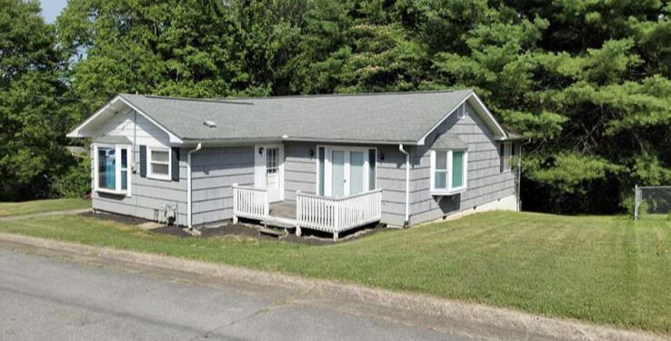 Photo of 113 Maple Lane, Oak Ridge, TN 37830 (MLS # 1160925)