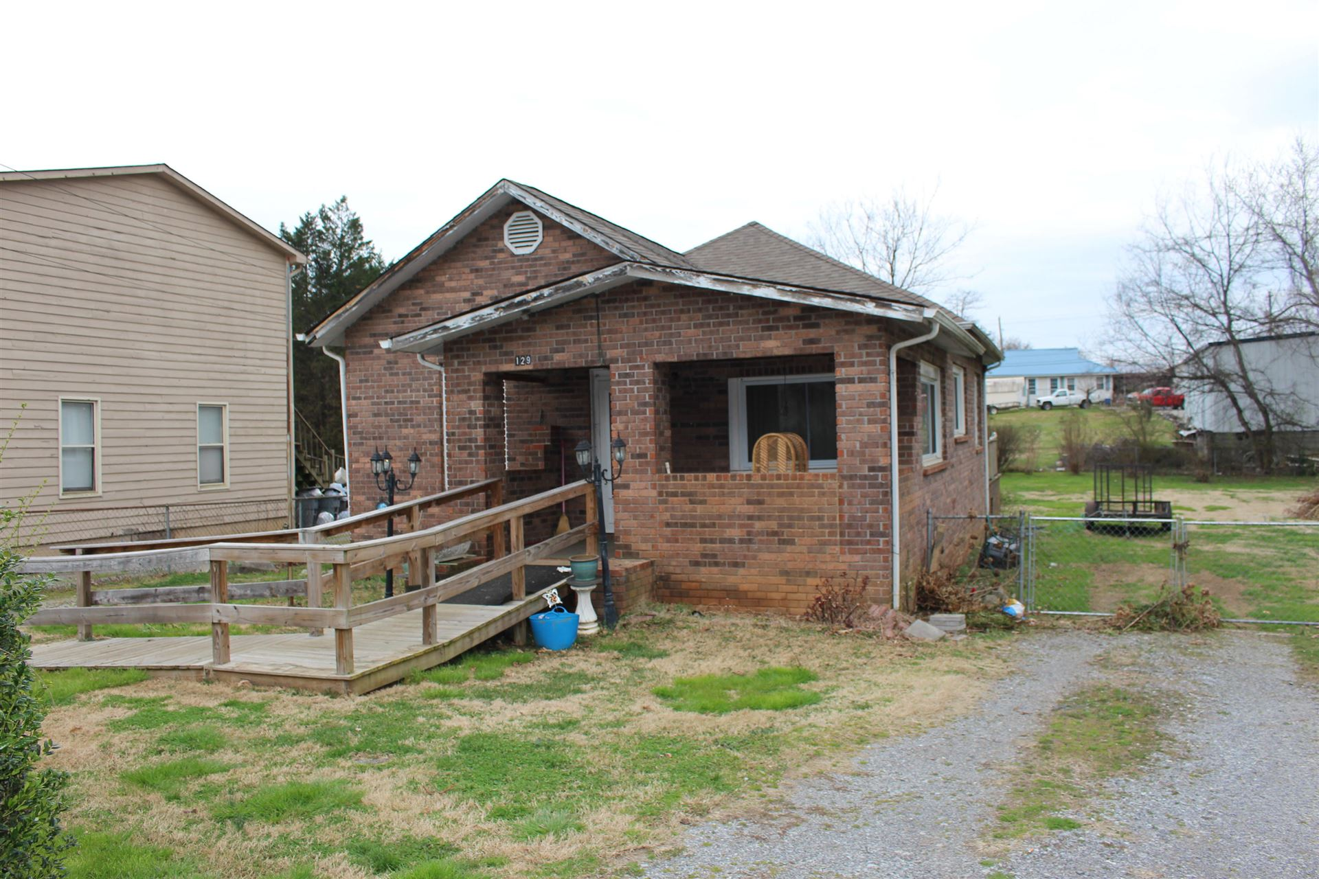 Photo of 129 Pinedale St, Maryville, TN 37801 (MLS # 1160933)