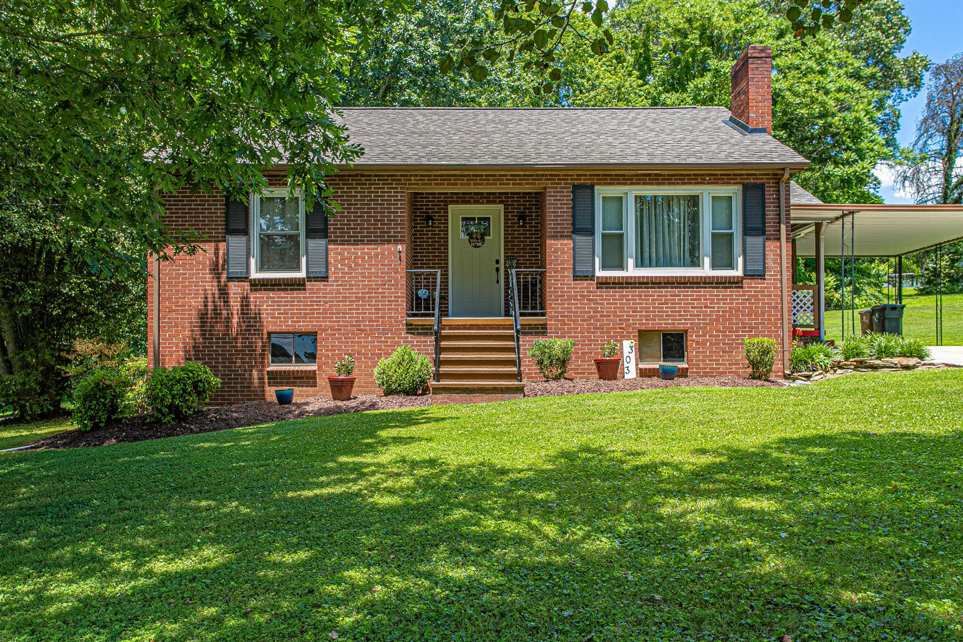 Photo of 303 Burns Rd, Knoxville, TN 37914 (MLS # 1156957)
