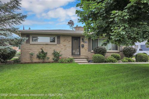 Photo of 1401 Ravenswood Drive, Lansing, MI 48917 (MLS # 257449)