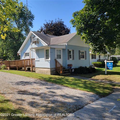 Photo of 215 W Hodge Avenue, Lansing, MI 48910 (MLS # 259992)