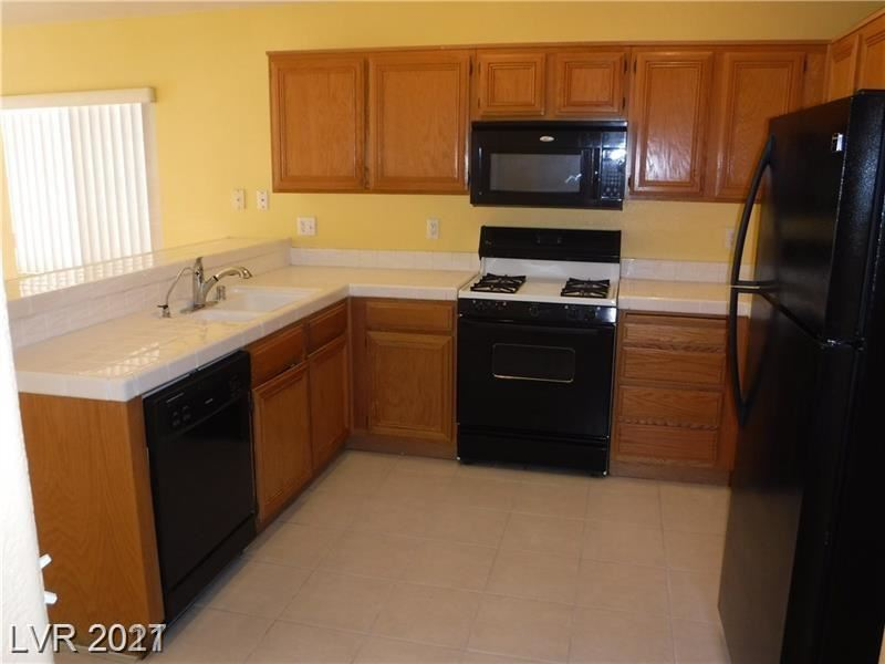Photo of 3203 Castle Canyon Avenue, Henderson, NV 89052 (MLS # 2278074)
