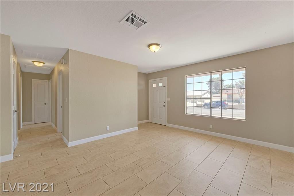 Photo of 413 Longtree Avenue, Henderson, NV 89011 (MLS # 2293082)