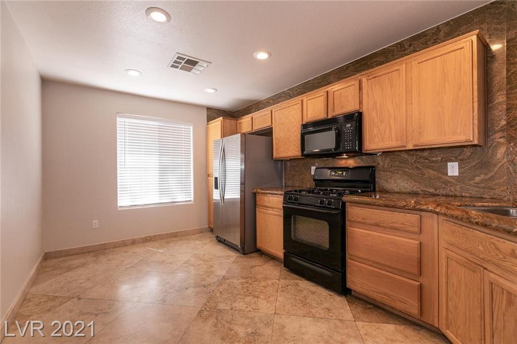 Photo of 10048 Tittleton Avenue, Las Vegas, NV 89148 (MLS # 2285126)