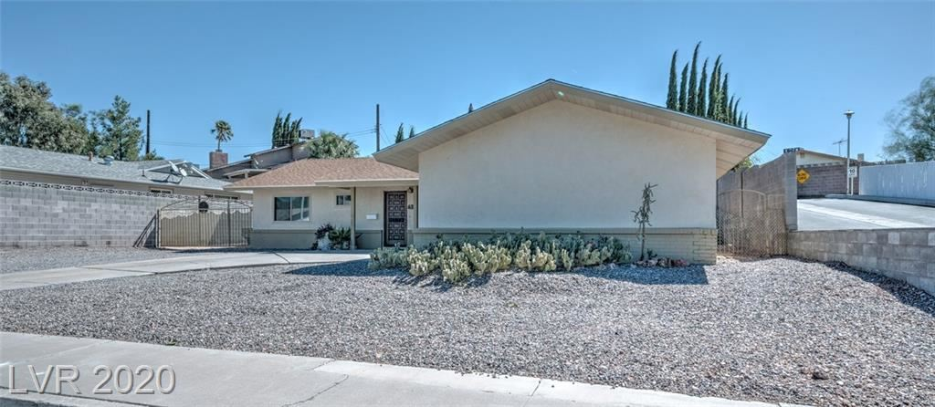 Photo of 633 Don Vincente Drive, Boulder City, NV 89005 (MLS # 2230282)