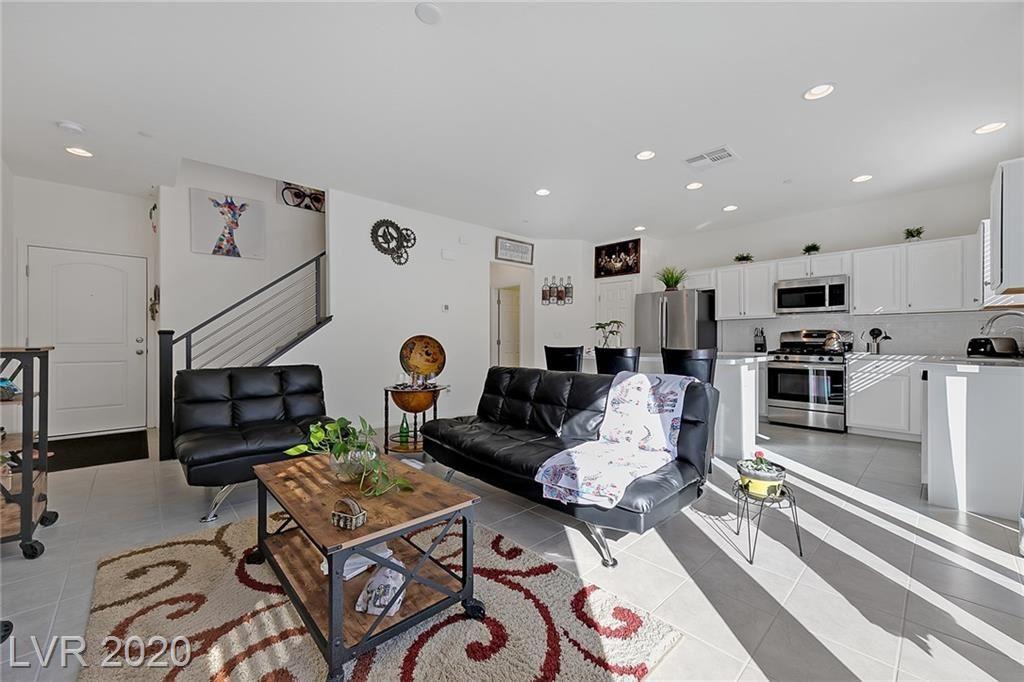 Photo of 401 Cadence Vista Drive, Henderson, NV 89011 (MLS # 2251345)