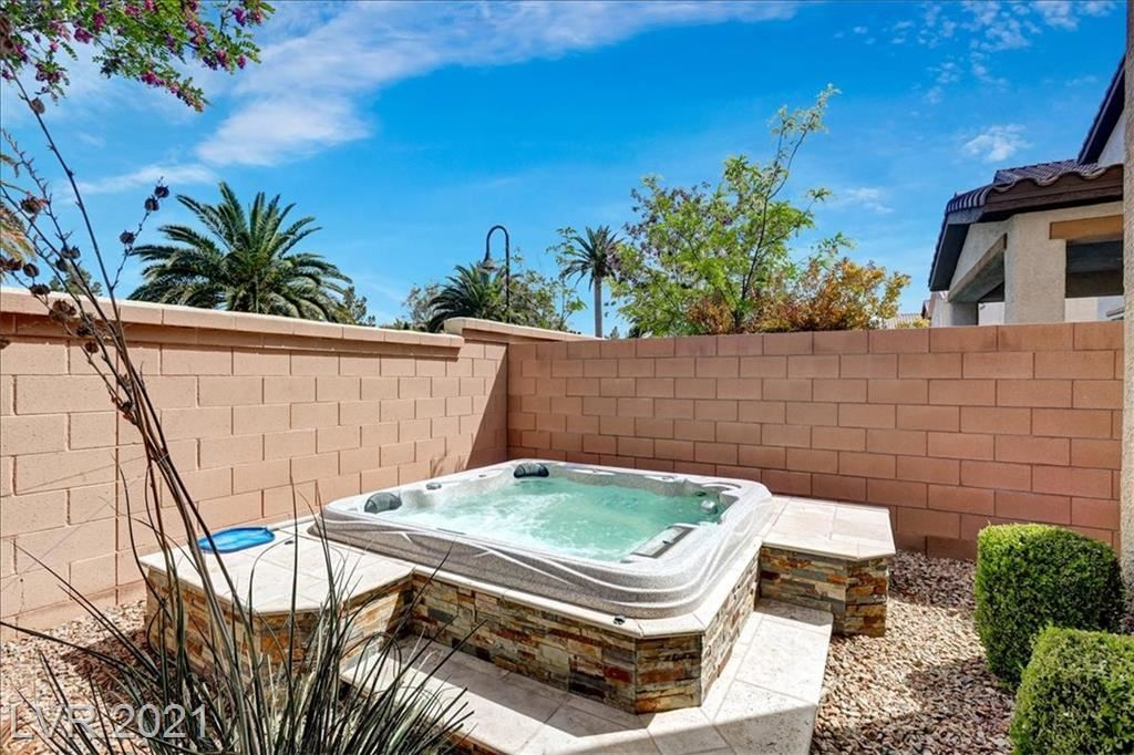 Photo of 424 White Heart Road, Las Vegas, NV 89148 (MLS # 2287387)
