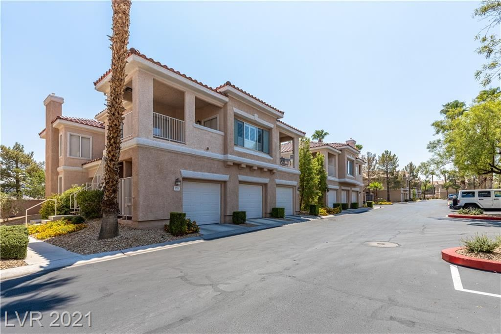 Photo of 251 South Green Valley Parkway #2412, Henderson, NV 89012 (MLS # 2321411)