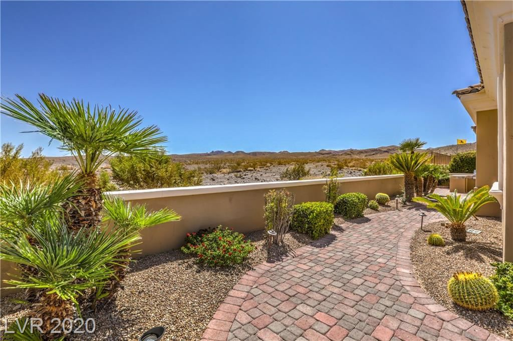Photo of 19 AVENIDA FIORI, Henderson, NV 89011 (MLS # 2226498)