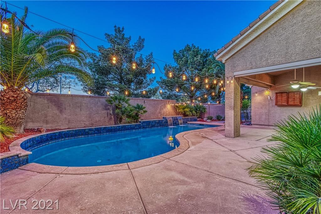 Photo of 258 Chestnut Ridge Circle, Henderson, NV 89012 (MLS # 2286537)
