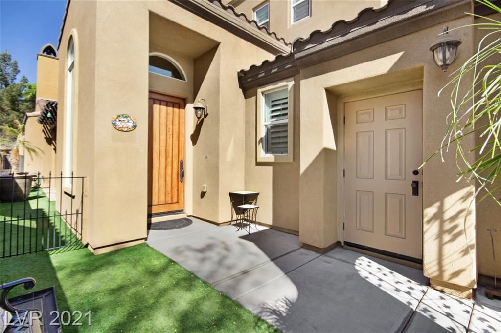Photo of 472 Punto Vallata Drive, Henderson, NV 89011 (MLS # 2286578)