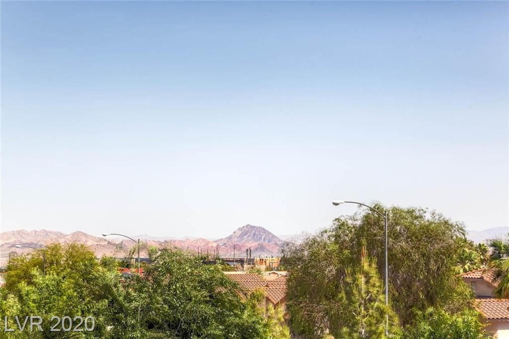 Photo of 252 QUAIL RANCH Drive, Henderson, NV 89015 (MLS # 2195582)