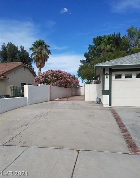 Photo of 1827 Mazzanti Way, Henderson, NV 89014 (MLS # 2289619)
