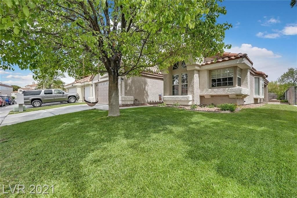Photo of 286 Grantwood Drive, Henderson, NV 89074 (MLS # 2290644)