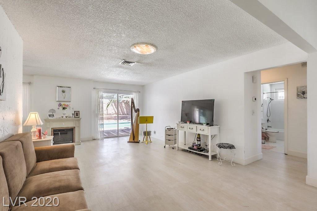 Photo of 2417 Vista Colina Street, Henderson, NV 89014 (MLS # 2210655)