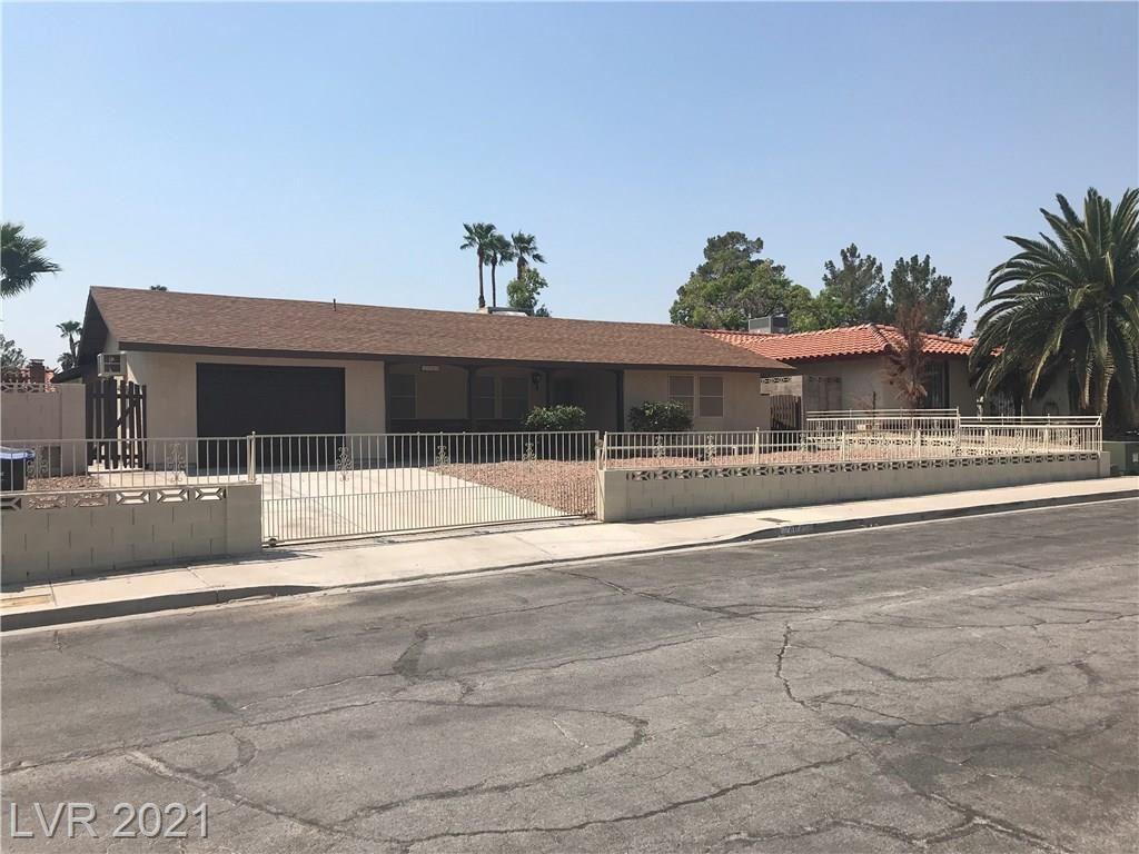 Photo of 2404 LA LUNA Drive, Henderson, NV 89014 (MLS # 2287839)