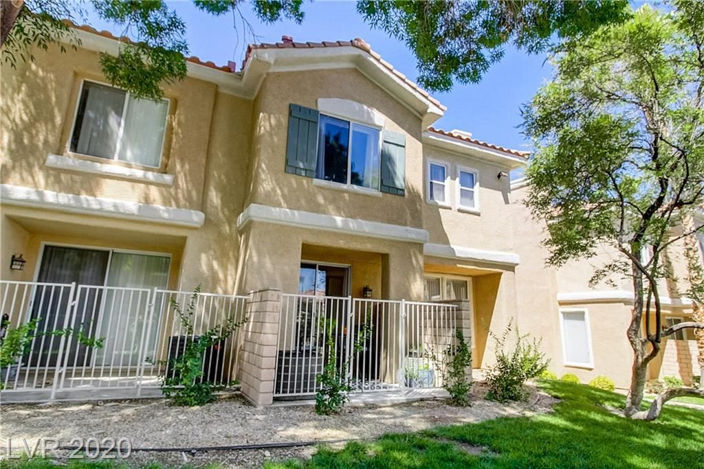 Photo of 251 Green Valley Parkway #2811, Henderson, NV 89012 (MLS # 2216882)