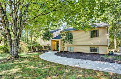 Photo of 2140 Royal Oak Circle, Lynchburg, VA 24503 (MLS # 334054)