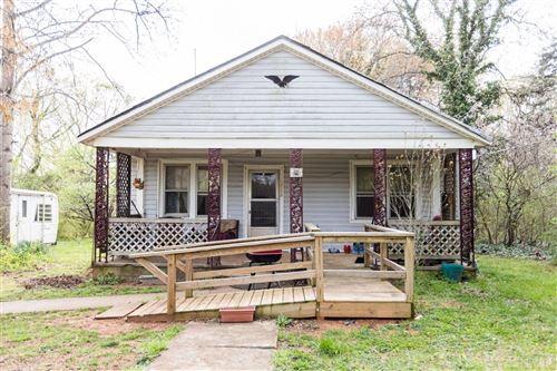 Photo of 560 Evergreen Avenue, Appomattox, VA 24522 (MLS # 331153)