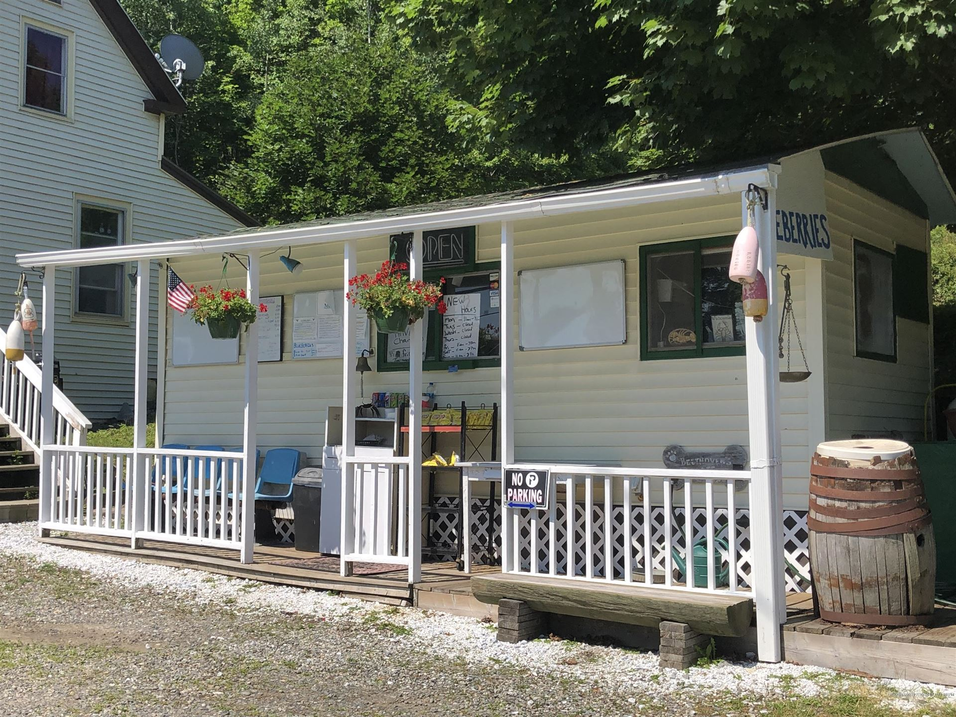 Photo of 1033 Commercial Street, Rockport, ME 04856 (MLS # 1502804)