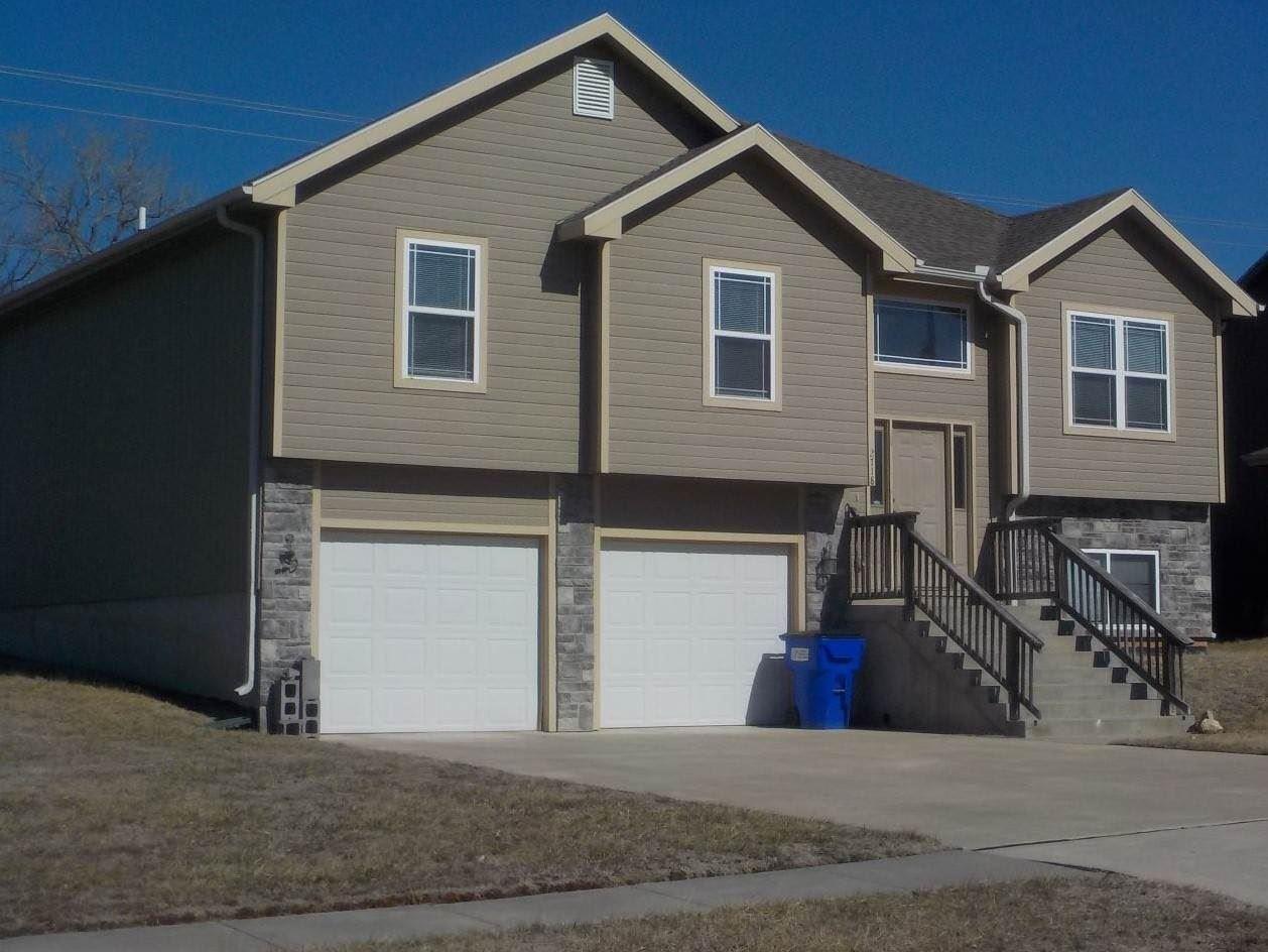 Photo of 2718 Hackberry Drive, Junction City, KS 66441 (MLS # 20200072)