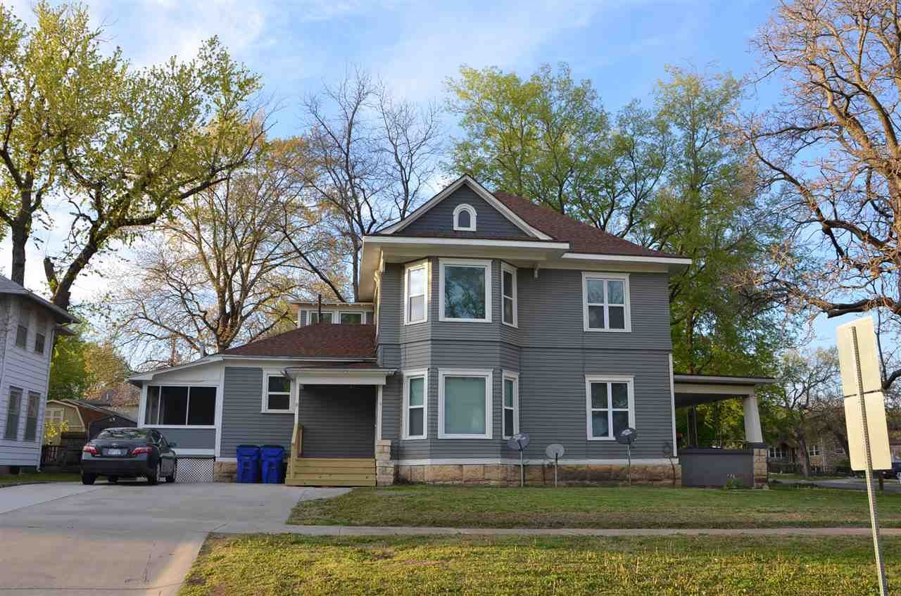 Photo of 206 N Jefferson Street, Junction City, KS 66441 (MLS # 20211154)
