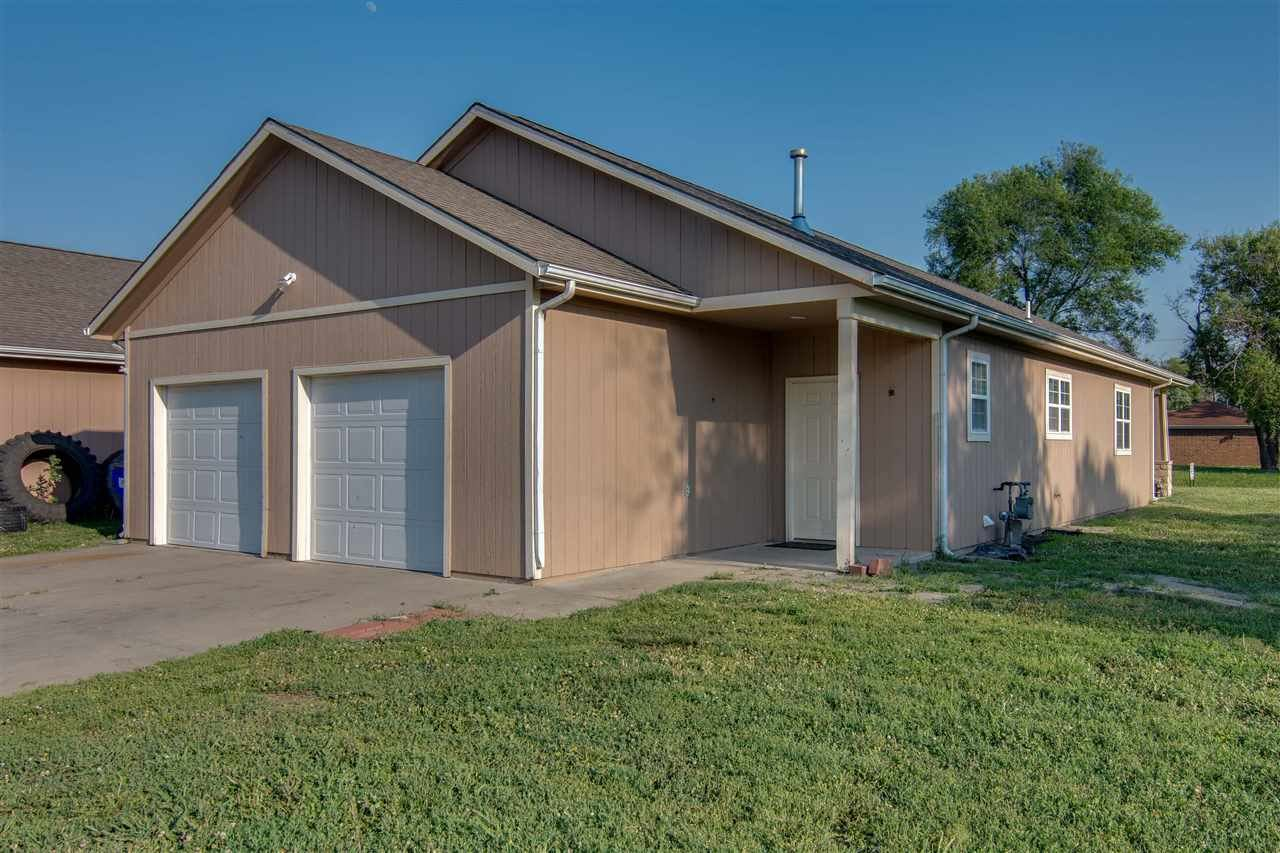 Photo of 718 W 14th St, Junction City, KS 66441 (MLS # 20211287)