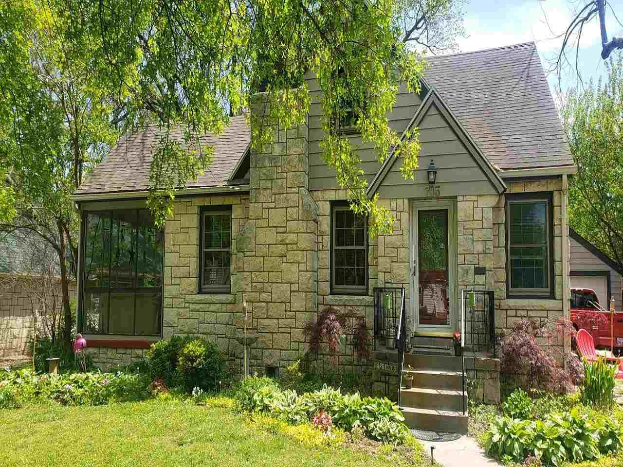Photo of 703 W Chestnut Street, Junction City, KS 66441 (MLS # 20211401)