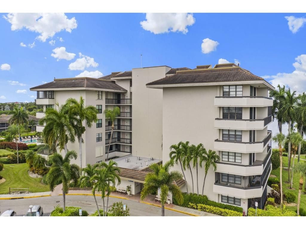 651 SEAVIEW Court #PH-4 710, Marco Island, FL 34145 - MLS#: 2201948