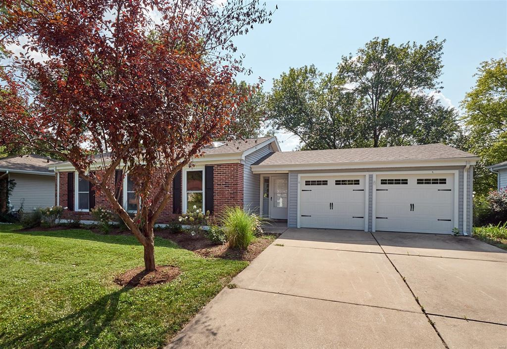 Photo for 6 Westwood Estates Drive, St Peters, MO 63376 (MLS # 19061013)