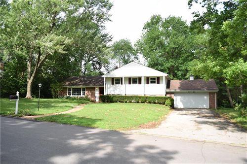 Photo of 1101 Thornwood Drive, Ladue, MO 63124 (MLS # 21044067)