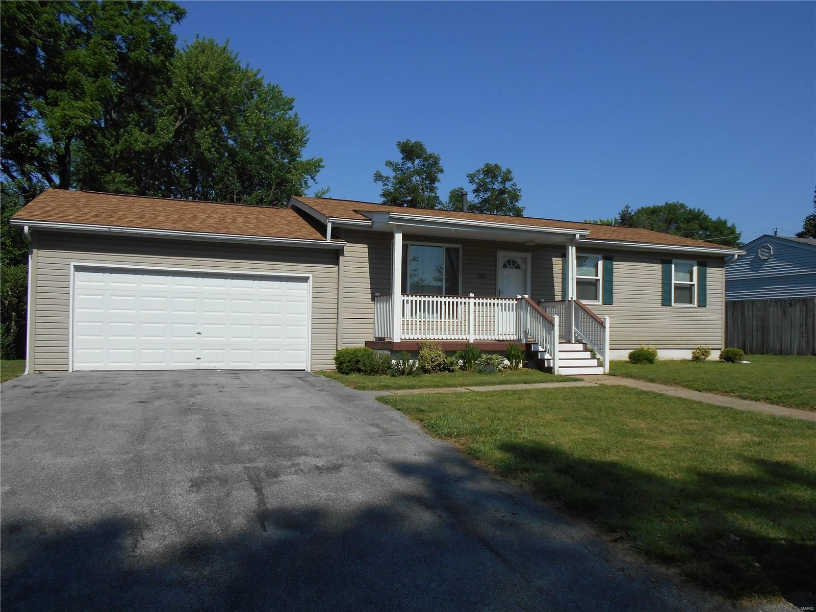 305 W Embassy Drive, Fairview Heights, IL 62208 - #: 21041092
