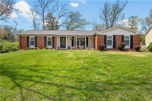 Photo of 2047 Willow Leaf Drive, Des Peres, MO 63131 (MLS # 21025134)