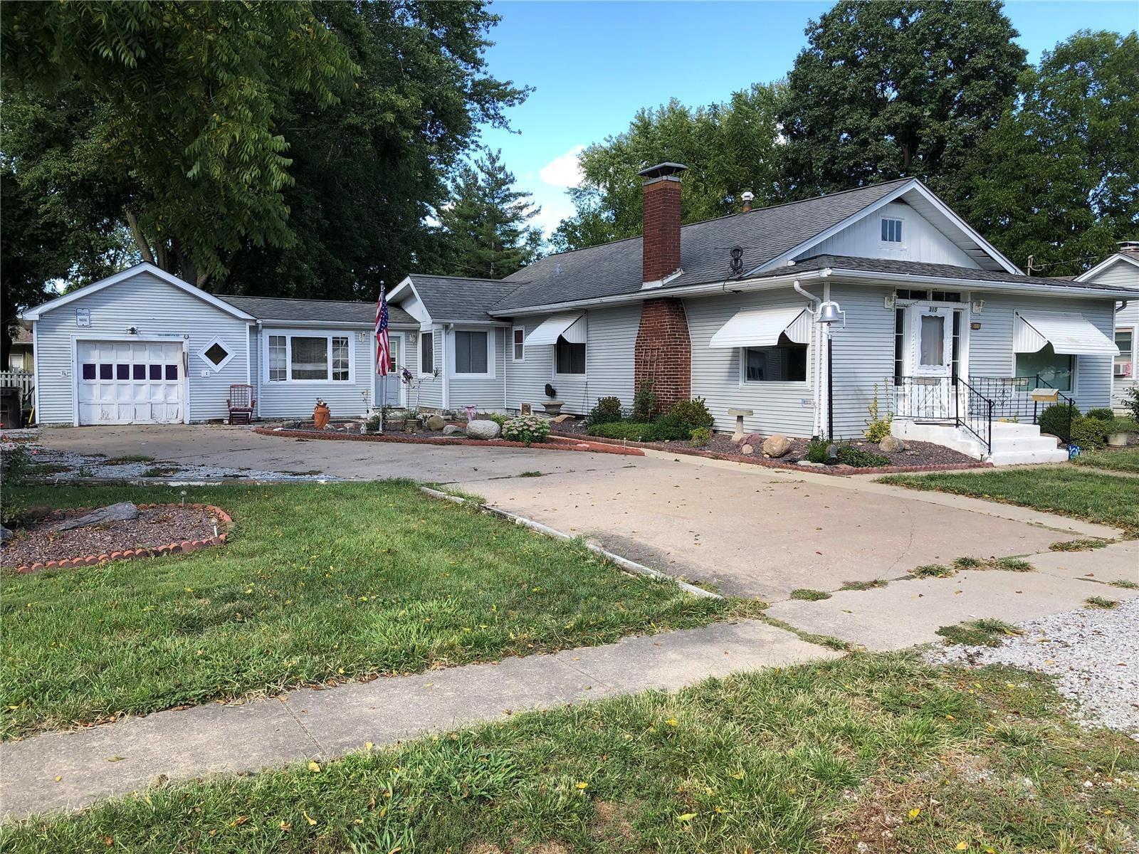 315 W 6th, Staunton, IL 62088 - MLS#: 21065191