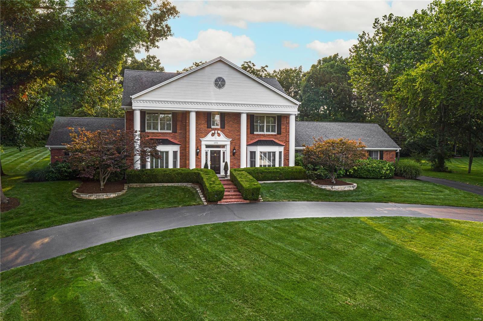 Photo for 1001 Alsace Court, Town and Country, MO 63017 (MLS # 21051238)