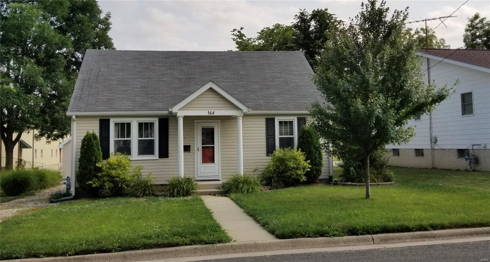 Photo for 164 East Chester, Nashville, IL 62263 (MLS # 21050280)