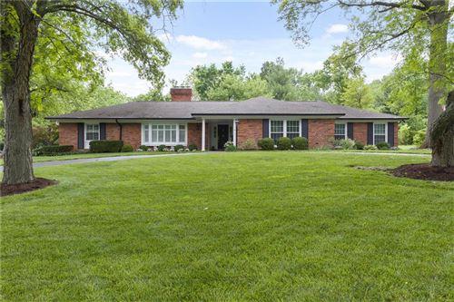 Photo of 11 Salem Estates, Ladue, MO 63124 (MLS # 21038312)