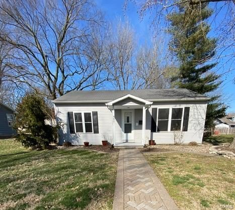 Photo of 485 West Adams, Nashville, IL 62263 (MLS # 20011339)