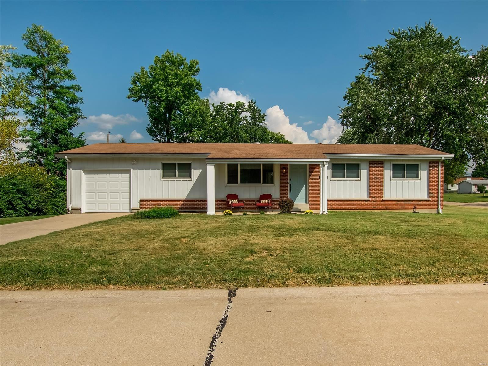 Photo for 1142 Central Parkway, OFallon, MO 63366 (MLS # 21066361)