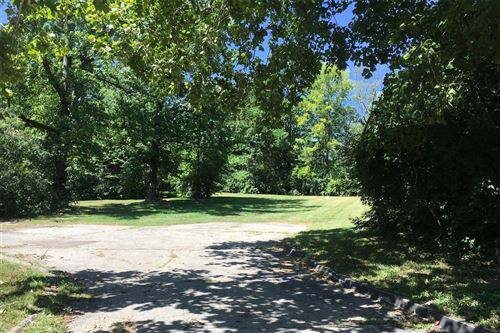 Photo of 866 Deaver Lane, Creve Coeur, MO 63141 (MLS # 21047417)