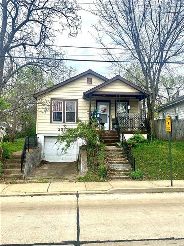 Photo of 2530 Oakland Avenue, St Louis, MO 63143 (MLS # 21023435)