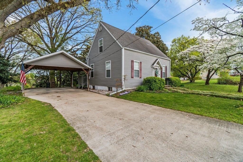 Photo of 779 Perry Avenue, Cape Girardeau, MO 63701 (MLS # 21026443)