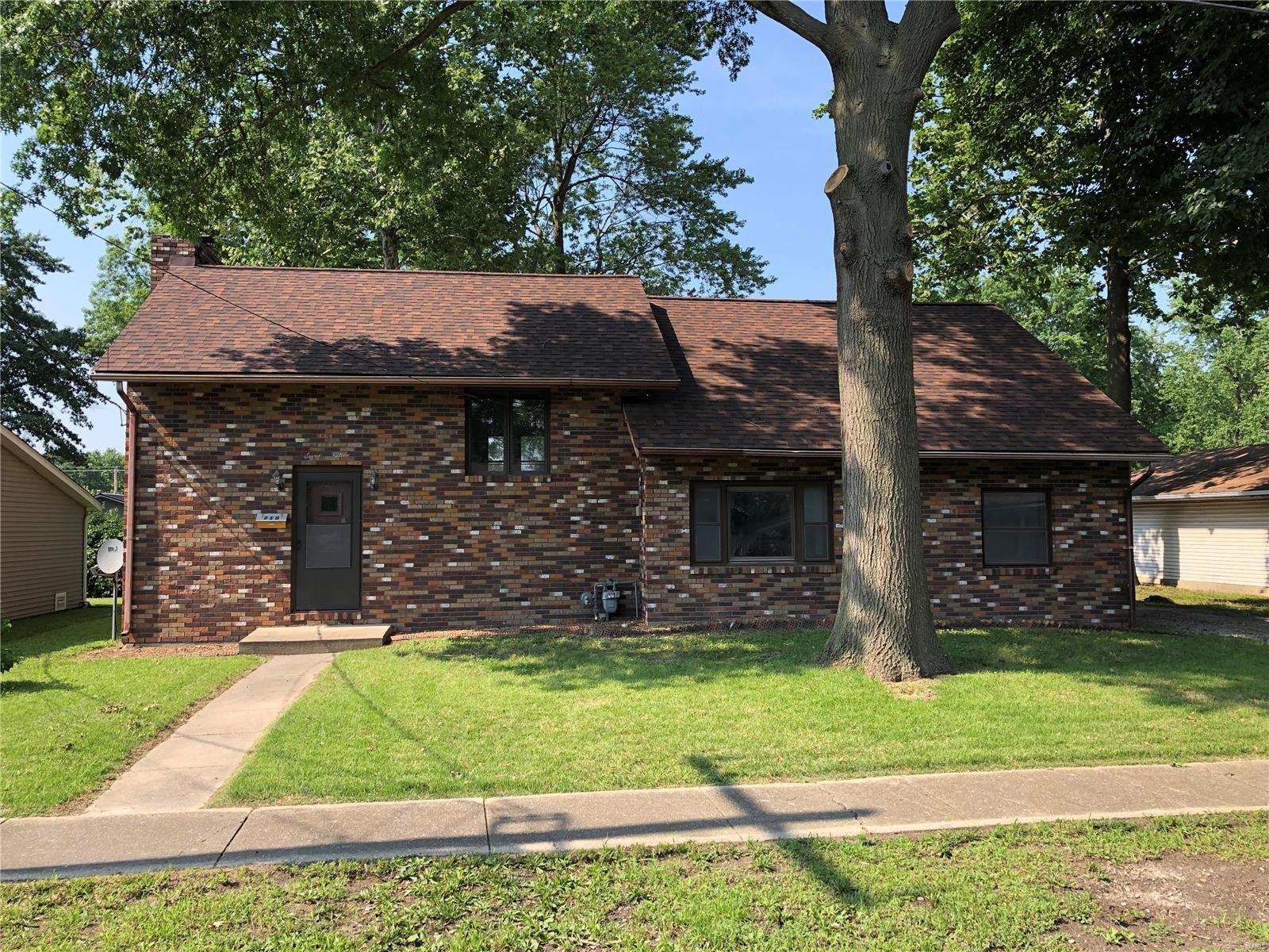 715 W Mill, Staunton, IL 62088 - MLS#: 21039508