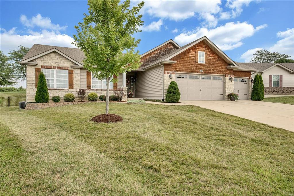 Photo for 131 Shadow Pointe Drive, Wentzville, MO 63385 (MLS # 19052510)